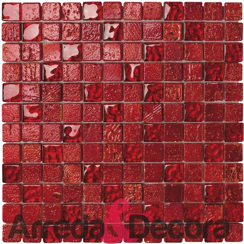 Mosaico in vetro e pietra rosso con foglia dorata colore forte - Bagno mosaico rosso ...